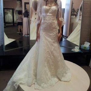 Alfred Angelo Wedding Dress NWT size 2